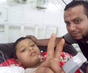 أسرة طفل منياوى تستغيث بنجوم المنتخب لإنقاذ إبنهم من الموت