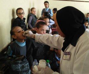 تطعيم 842 ألف طفل بسوهاج ضد شلل الأطفال في ثالث أيام الحملة