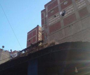 مواطن يهدد بالانتحار من أعلى عقار  بالإسكندرية (صور)