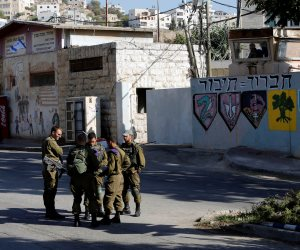الاحتلال الإسرائيلي يعتقل 15 فلسطينيًا خلال مداهمات بالضفة الغربية