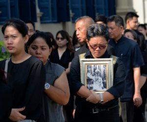 إحراق ملك تايلاند الراحل بعد عام من الحداد في قصر بــ30 مليون دولار