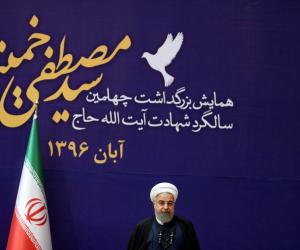 إيران تخفض قيمة «الريال» للمرة الأولى للقضاء على السوق الحرة