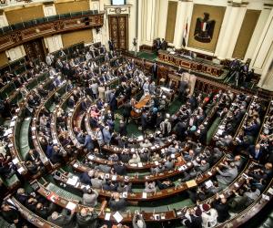 تقنينها وإدخالها في المنظومة الرسمية أبرزها.. 10 توصيات برلمانية لحل مشكلة انتشار الأسواق العشوائية