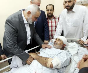 وفد من حماس وفتح يزور قائد الأمن الداخلي في مستشفى شهداء الأقصى (صور)