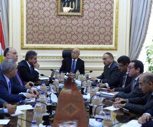 شريف إسماعيل يبدأ اجتماع الحكومة الأسبوعي لمتابعة الملفات الأمنية والاقتصادية