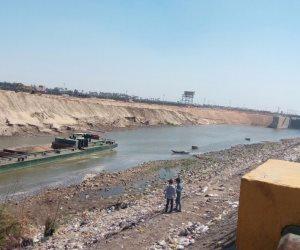 """""""الري"""": إنقاذ صندل نهري قبل تسريب حمولة فوسفات في النيل (صور)"""