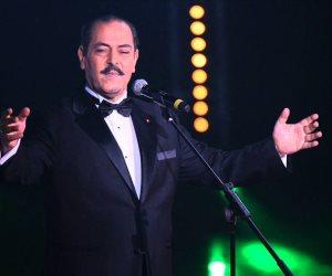 النجم التونسي لطفي بوشناق يحيي حفلا في المسرح الكبير 4 نوفمبر (صور)