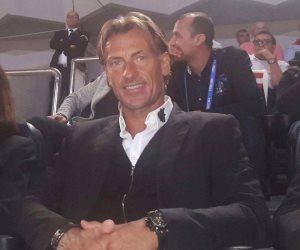 المدير الفنى لمنتخب المغرب يحضر مباراة الأهلي والوداد