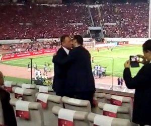 محمود طاهر والخطيب بالأحضان في ملعب محمد الخامس