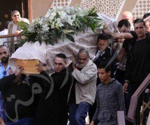 نجوم الفن والإعلام يشاركون في تشييع جنازة والدة عباس أبو الحسن (صور)