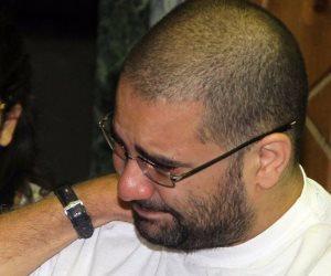 مصدر أمني: والدة المسجون علاء عبد الفتاح زارته 8 مرات خلال شهر