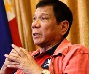 من اعترافه بالمثلية إلى دعوته لإطلاق النار على المرتشين.. رئيس الفلبين يثير الجدل مجددا