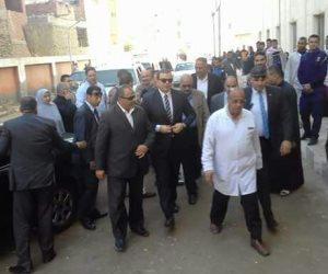 وزير القوى العاملة يزور إمام مسجد الروضة المحتجز بمستشفى الحسينية (صور)
