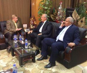 وزير التنمية المحلية يصل الإسماعيلية لزيارة مصابي حادث مسجد الروضة (صور)