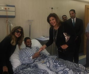وفد من الفنانين يزور مصابي حادث مسجد الروضة بمستشفي معهد ناصر