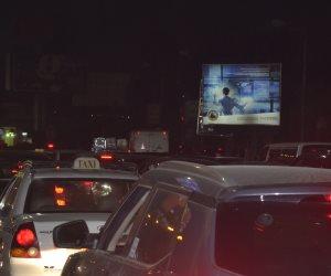 زحام مرورى إثر حادث انقلاب أتوبيس أعلى محور الشهيد بمدينة نصر