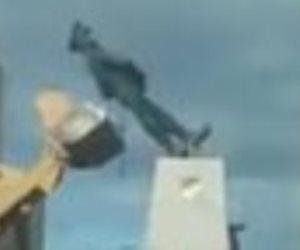 تمثال عبدالمنعم رياض يهدد محافظ بورسعيد