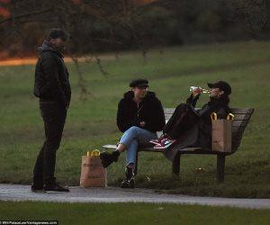 شاهد .. بيلا حديد تشرب البيرة سرا (صور)