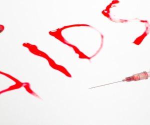 الانتحار والإيدز.. الهروب من الفضيحة ليس حلا لمواجهة المرض اللعين