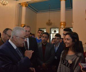 """وزير التربية والتعليم في """"الميدان"""".. تشكيل لجان لبحث معوقات النظام الجديد.. وتجريب """"بنوك الأسئلة"""" على الشهادة الإعدادية"""