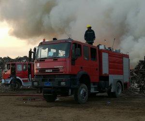انتداب المعمل الجنائي لفحص آثار حريق مصنع ورق بأكتوبر