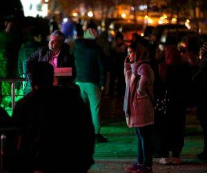 بعد زلزال بقوة 5.2 درجة.. الإيرانيون يملأون الشوارع والميادين (صور)