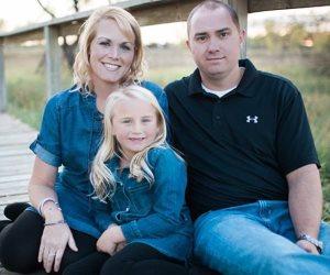 امرأة ثلاثينية ترث سرطان المعدة من والدتها وجدتها وتحاربه لتحيا مع ابنتها