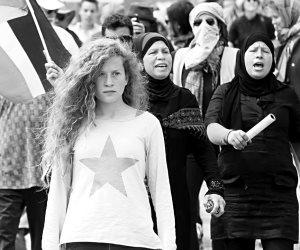 نيابة الاحتلال تطلب توجيه 12 تهمة لـ عهد التميمى لضربها جنديين