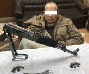 القبض على أخطر عنصر اجرامي هارب من 17 حكم بالقليوبية داخل سيارة مهربة من ليبيا ( صور )