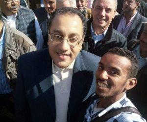 الرئيس وعد فأوفى.. قصة سيلفي الشاب علاء مع وزير الإسكان في مشروع تطوير مصرف كيما