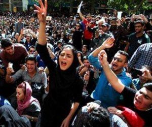 عمائم طهران تهرب من الغضب بتحايل سياسي.. هل تخمد قرارات روحاني ثورة الإيرانيين؟
