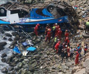 مصرع 17 شخصا في سقوط حافلة بنهر في كينيا