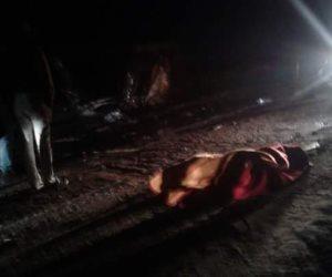 مصرع شخص وإصابة اثنين إثر انقلاب سيارة نقل في البحر الأحمر