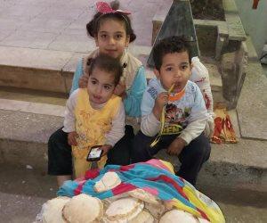 اغتيال البراءة في شوارع مصر....ندى وأشقائها يبيعون الخبز بعد أن هجرهم والدهم (صور)