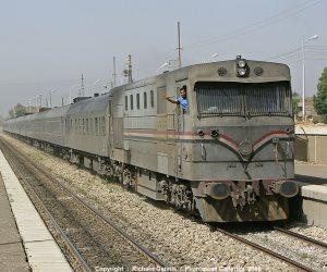 انتظام حركة القطارات بسوهاج بعد توقفها مرتين بطما وجرجا بسبب عطل فى الجرار
