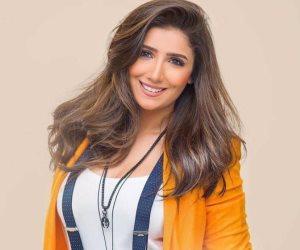الفنانة مي عمر.. تتصدر التريند بسبب تصريحاتها عن شيرين والسقا وعمرو الشريف(فيديو)