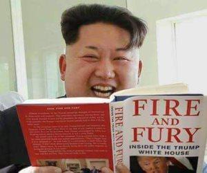 """صورة منسوبة لزعيم كوريا الشمالية وهو يقرأ كتاب """"نار و غضب"""" تشعل فيس بوك"""