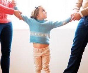 أول حكم قضائى بإسقاط حضانة طفلة عن الأم وأم الأم.. والسبب (مستندات)
