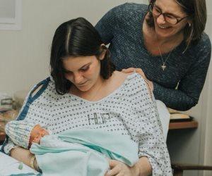 الإرادة سكنت جسدها .. مراهقة تلد طفلة بسلام بعد إصابتها بسرطان المخ وتلقيها العلاج أثناء الحمل