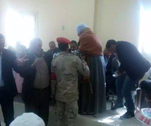 كامل الوزير يصرف 50% من قيمة التعويض نقدا لـ 67 أسرة بنجع الجزيرة في أسيوط (صور)