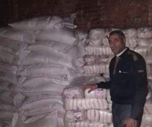 ضبط ٧ أطنان سكر تمويني قبل إعادة بيعها فى السوق السوداء بكفر الشيخ   (  صور )