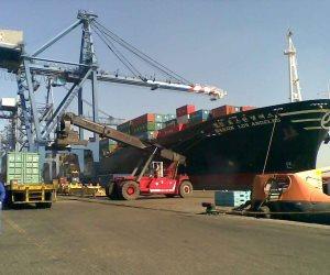 دخول وخروج 25 سفينة من موانئ بورسعيد خلال 24 ساعة