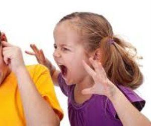 الطفل المتنمر خطر علي أسرته وأصدقاء .. عدواني وغير مؤدب وعلاجه سلوكي