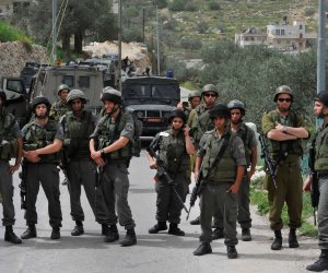 قوات الاحتلال تقتحم قرية غرب جنين وتصيب عشرات الفلسطينيين بالاختناق