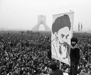 """الثورة الإيرانية.. مدافع """"أية الله"""" انطلقت من هناك (تقرير)"""