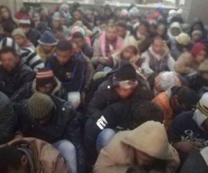 وزارة الداخلية تتبع عصابة وراء تسلل 181 مصريا إلى الجانب الليبي عبر مطروح