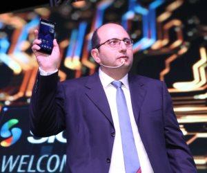 يرفع شعار صنع بأيد مصرية .. طرح أول هاتف محمول مصري (صور)