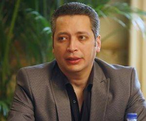 شبكة قنوات النهار تقرر خصم راتب شهر من تامر أمين وتحيله للتحقيق