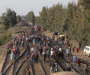 بعد رفع آثار حادث التصادم.. القطارات تعود لحركتها الطبيعية بخط المناشي في البحيرة