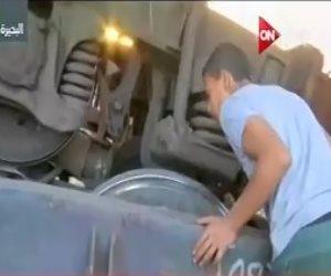 On Live تبث لقطات حية من داخل حادث قطار المناشي بالبضائع